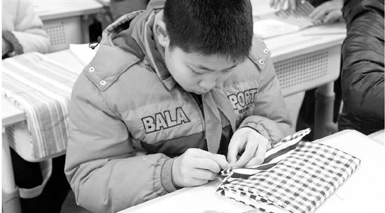 送红包、走红毯、极限挑战 开学第一天 杭州中小学脑洞大开