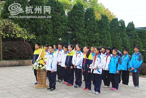 """杭州长河中学组织开展""""缅怀革命先烈,弘扬志士精神""""清明节主题教育活动。"""