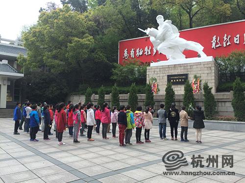 浦沿小学开展寻访红色足迹活动